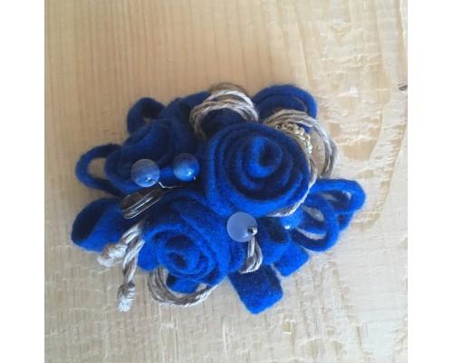 Валяная брошь «Любимый синий»